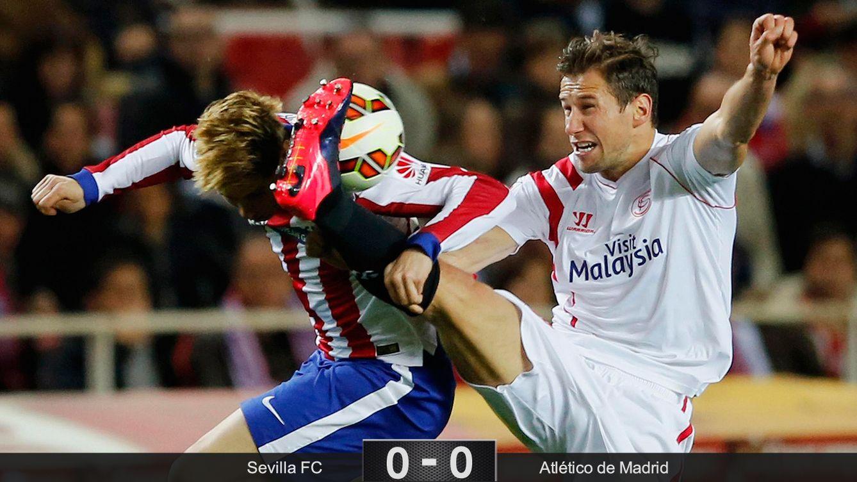 Foto: El Sevilla perdona la vida a un Atlético que se complica incluso el tercer puesto