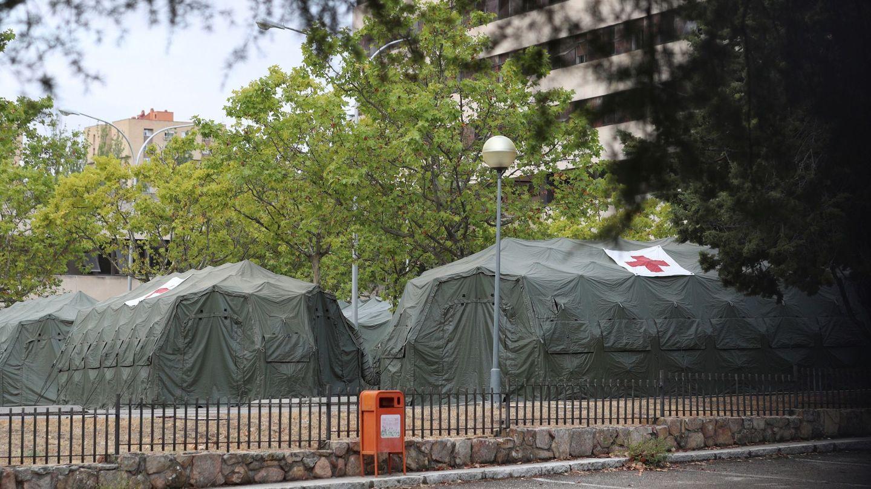 El Hospital Central de la Defensa Gómez Ulla instala tiendas de campaña  para atender las necesidades que puedan requerir ante el aumento de casos de coronavirus. (EFE)