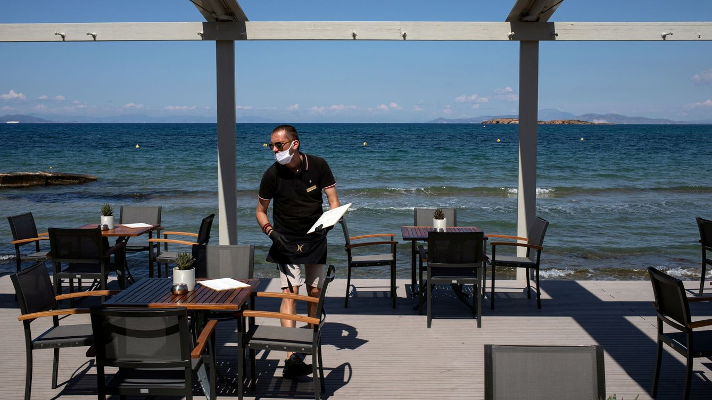 Turismo y hostelería hunden la oferta de empleo: cayó un 42% en 2020 tras 7 años al alza