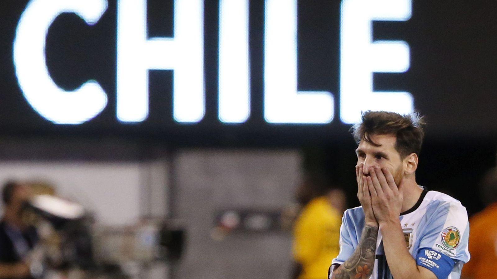 Foto: Messi acabó devastado tras caer en la final de la Copa América Centenario (EFE)