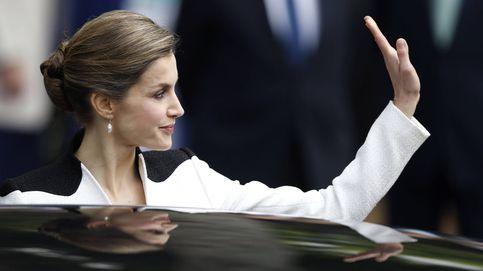 Doña Letizia apuesta por el 'black & white' en las Fuerzas Armadas