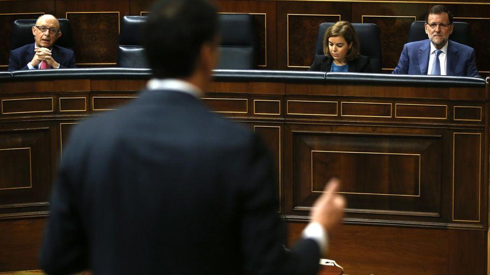Foto: Cristóbal Montoro, Soroya Sáenz de Santamaría y Mariano en el Congreso de los Diputados. (EFE)
