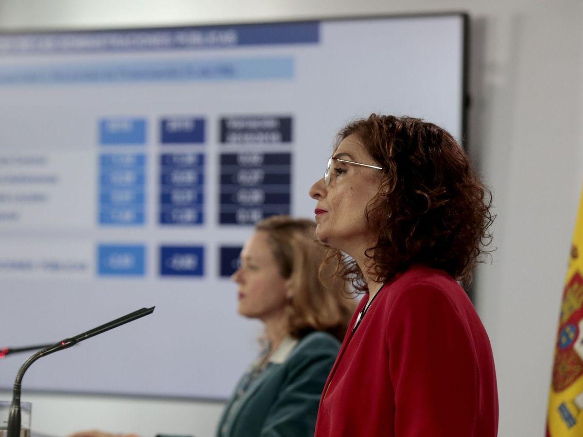 Foto: La vicepresidenta de Asuntos Económicos, Nadia Calviño, y la ministra de Hacienda, María Jesús Montero,
