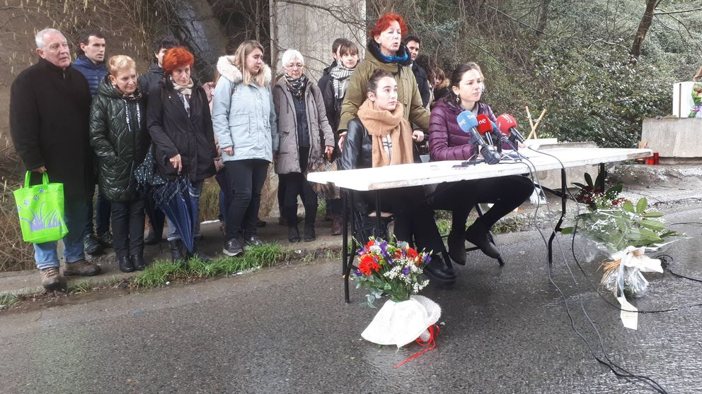 Los familiares de los sepultados en Zaldibar alzan la voz: Pedimos lo nuestro, los cuerpos