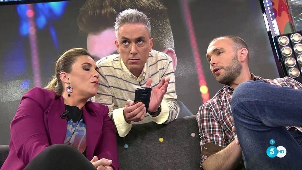 Foto: Carlota Corredera y Kiko Hernández leen los WhatsApps junto a Cristian Suescun (Telecinco)