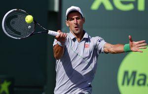 Djokovic se deshace de Murray y Nishikori sorprende a Federer en cuartos de final