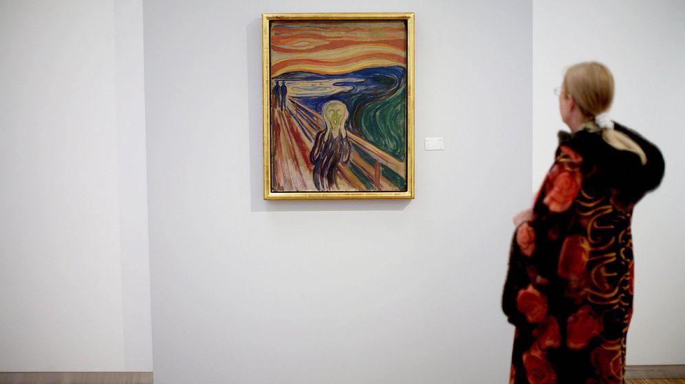 Foto: Una mujer observa 'El grito' de Munch, en el Museo Munch de Oslo, en una imagen de archivo de 2008. (EFE)