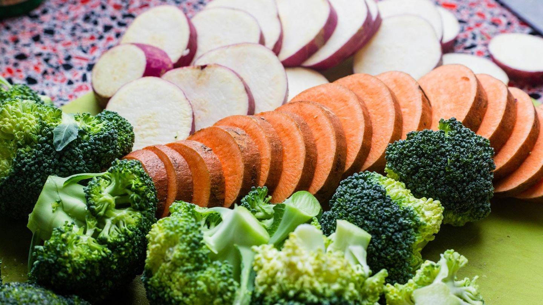 El método del plato puede ayudarte a adelgazar. (Louis Hansel para Unsplash)