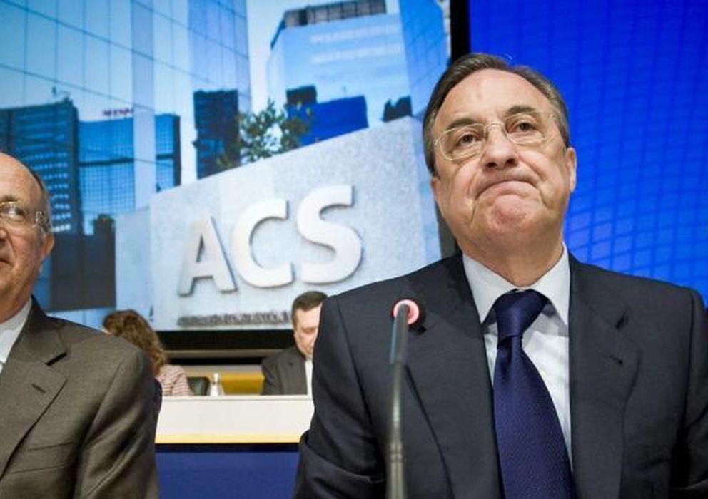 Foto: Florentino Perez (dcha.) durante una junta de ACS (EFE)