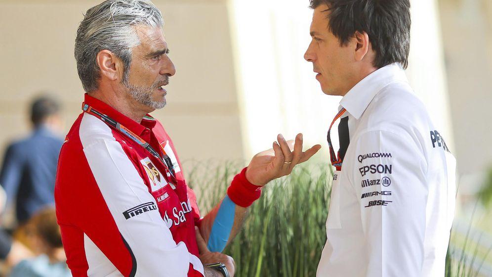 Foto: Maurizio Arrivabene conversando con Toto Wolff.