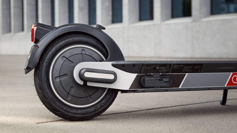 La tracción y el freno regenerativo se aplican en la rueda trasera.