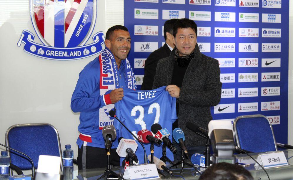 Foto: Carlos Tévez, durante su presentación como jugador del Shanghai Shenhua. (EFE)