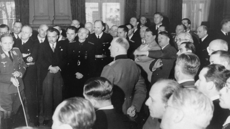 Reunión en Berlín, con Von Ribbentrop, Serrano Súñer y Hitler. (Cordon Press)