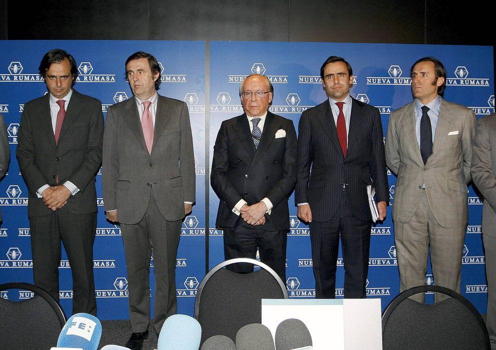 Foto: Los seis hijos de José María Ruiz-Mateos junto a su padre en una imagen de archivo (EFE)