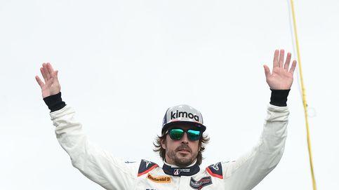Todo lo que se esconde detrás de una foto de Alonso con unas gafas de piña