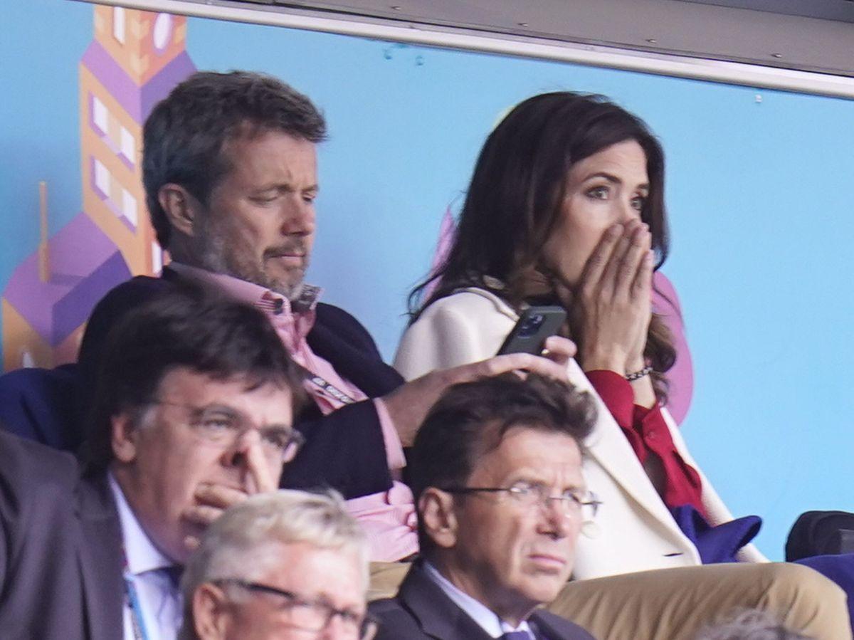 Foto: Los príncipes de Dinamarca, en la Eurocopa. (EFE)