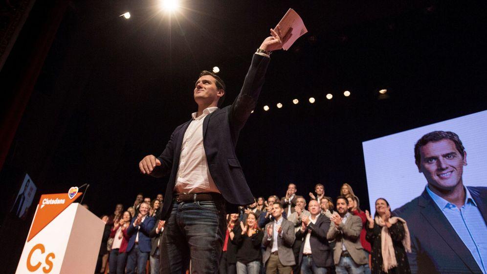 Foto: El presidente de Ciudadanos, Albert Rivera, durante su intervención en el acto de presentación en Barcelona de las listas de su partido para las elecciones del 21-D. (EFE)