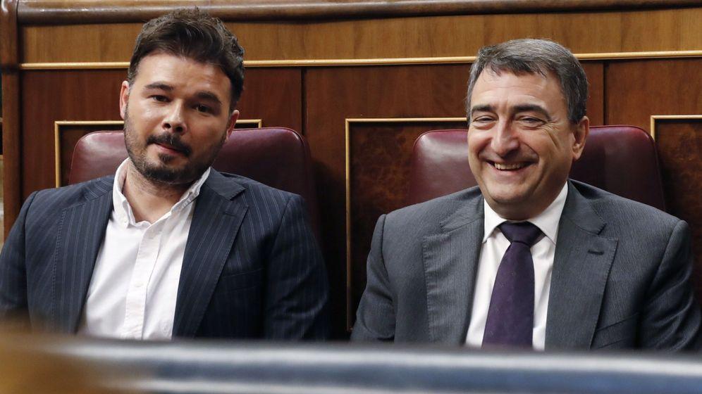 Foto:  El portavoz de ERC, Gabriel Rufián, y del PNV, Aitor Esteban. (EFE)