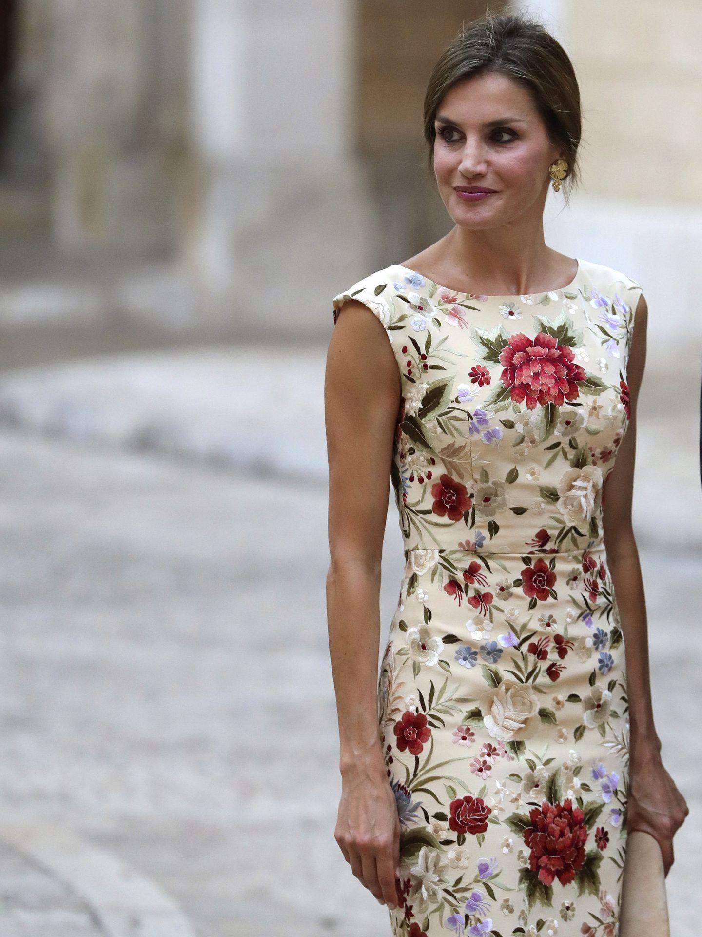 El otro vestido confeccionado a partir de un mantón. (EFE)