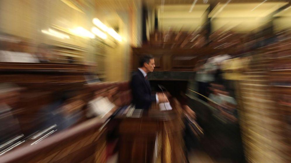 Foto: El presidente del Gobierno en funciones, Pedro Sánchez, durante su intervención en la primera jornada del debate de investidura. (EFE)