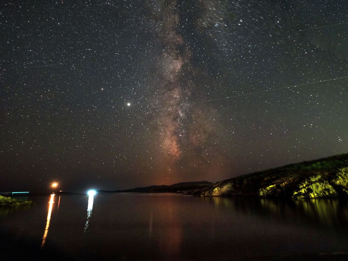 Foto: Lluvia de estrellas sobre Grecia (EFE)