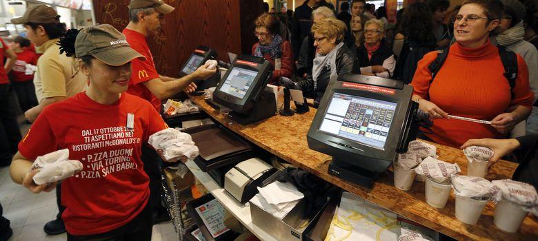 Foto: En EEUU, McDonald's y Burger King irán a la huelga para reclamar un mayor sueldo mínimo. (Reuters / Stefano Rellandini)