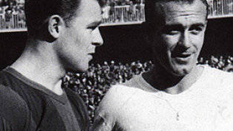 Di Stefano y Kubala en un Madrid - Barcelona.