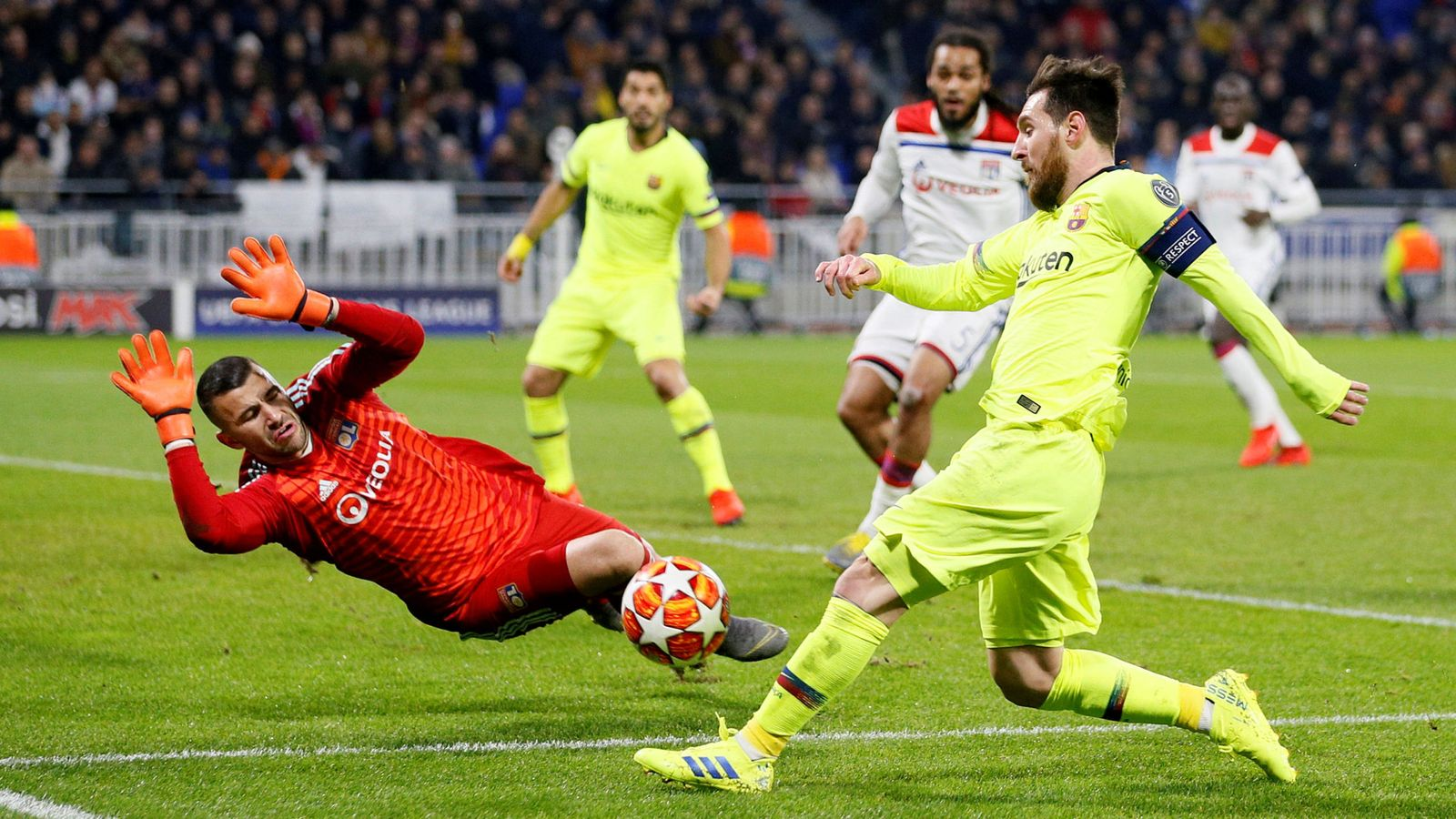 Foto: Champions league - round of 16 first leg - olympique lyonnais v fc barcelona