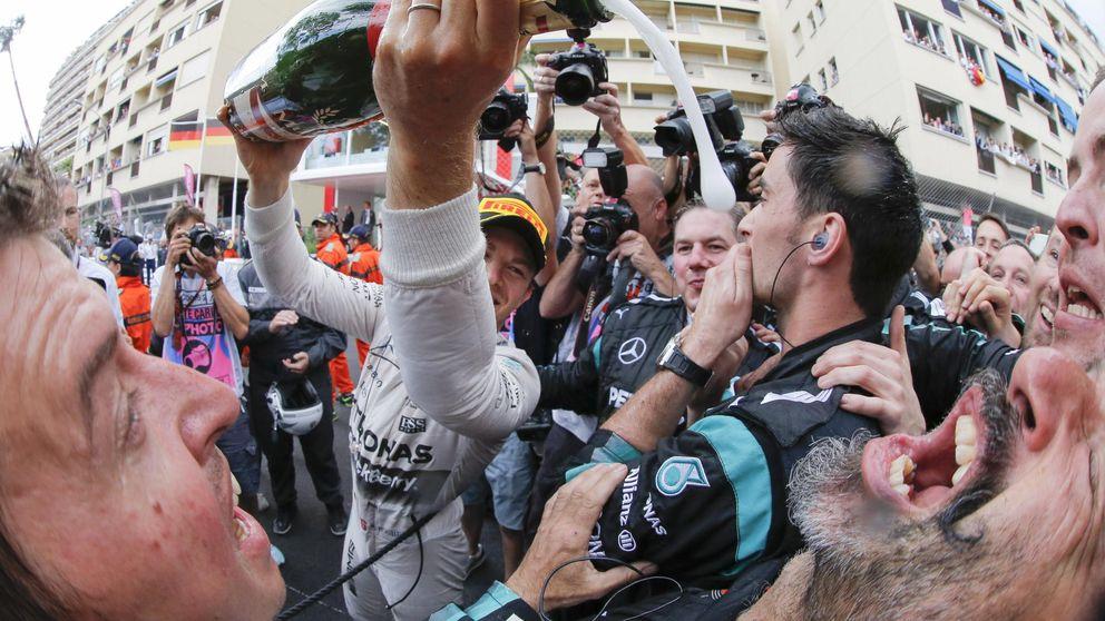 Rosberg le birla la victoria a Hamilton y Sainz puntúa tras remontar 10 puestos