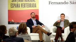 Las colas de Vox no llegan a las librerías: Dragó y Abascal venden menos que Sánchez