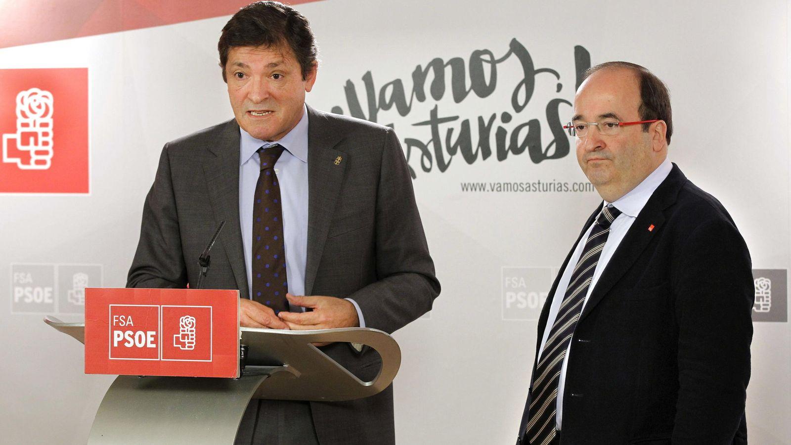 Foto: Javier Fernández junto a Miquel Iceta, que apuesta por el 'no' a Mariano Rajoy e ir a terceras elecciones. (Efe)