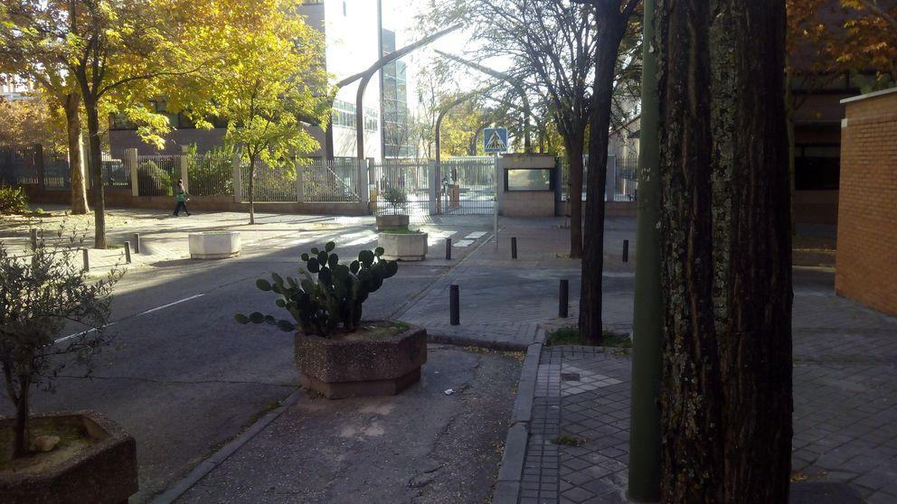 Mover una jardinera y agentes prejubilados, plan antiterrorista en la Asamblea de Madrid