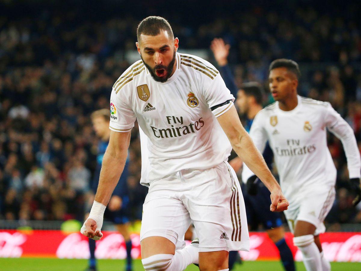 Foto: Benzema celebra el gol marcado con el hombro a la Real Sociedad. (Efe)