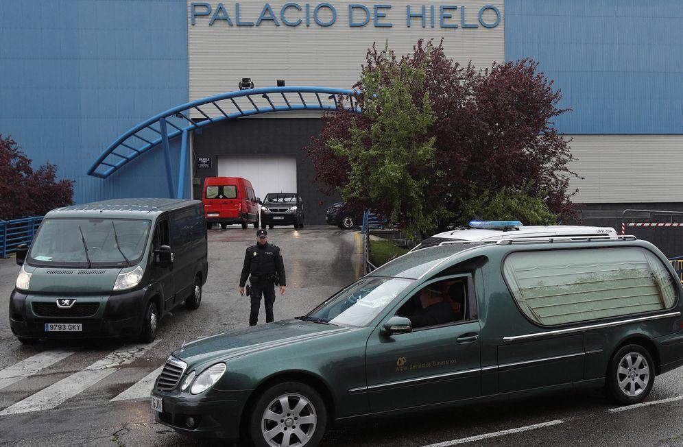 Foto: Madrid ha tenido que ampliar sus servicios funerarios con dos morgues, en el Palacio de Hielo y la Ciudad de la Justicia. (EFE)