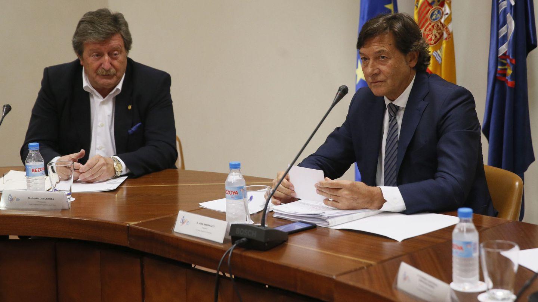 Juan Luis Larrea, presidente en funciones de la RFEF, y José Ramón Lete, presidente del CSD. (EFE)