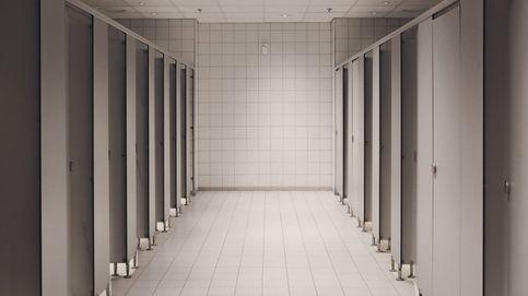 Olvídate del resto: el único inodoro que debes usar en un baño público