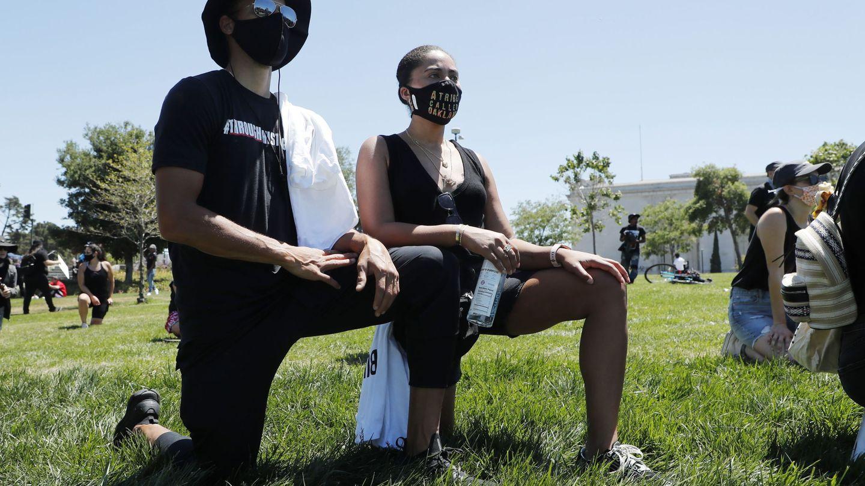 Stephen Curry, junto a su mujer, Ayesha, en una protesta por la muerte de George Floyd. (EFE)