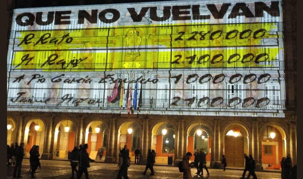 Foto: Proyectan imágenes de 'papeles de Bárcenas' en la Plaza Mayor de Madrid.