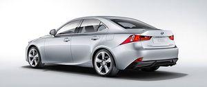 El Lexus IS se pasa al híbrido