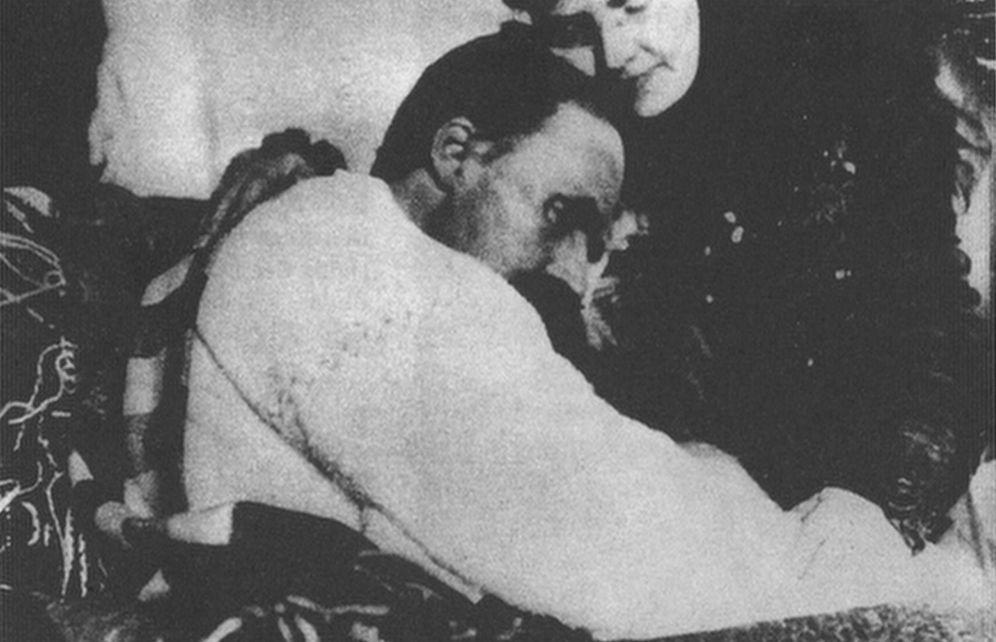 Foto: Nietzsche y su hermana Elisabeth en 1899, cuando la locura había devorado ya al filósofo