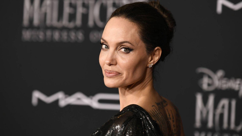 Detalle de algunos de los tatuajes de la espalda de Angelina Jolie. (Getty)