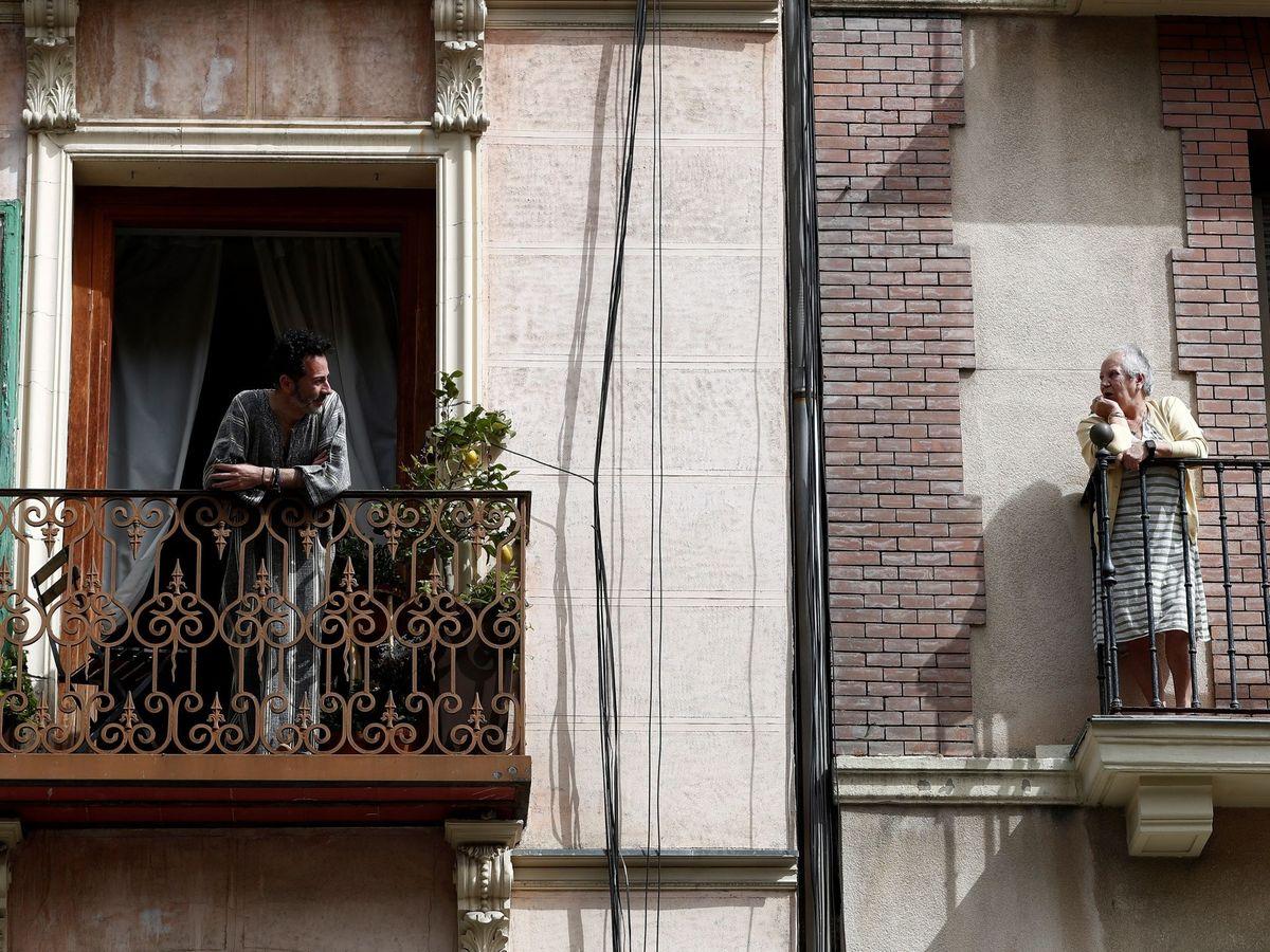 Foto: Vecinos en Madrid. (EFE)
