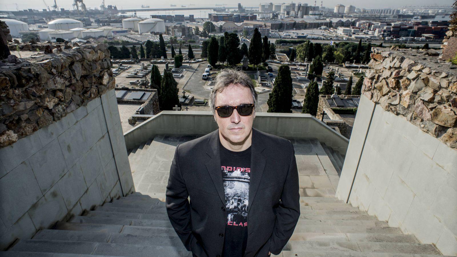 Foto: El escritor Carlos Zanón (Xavier Cervera/Salamandra)