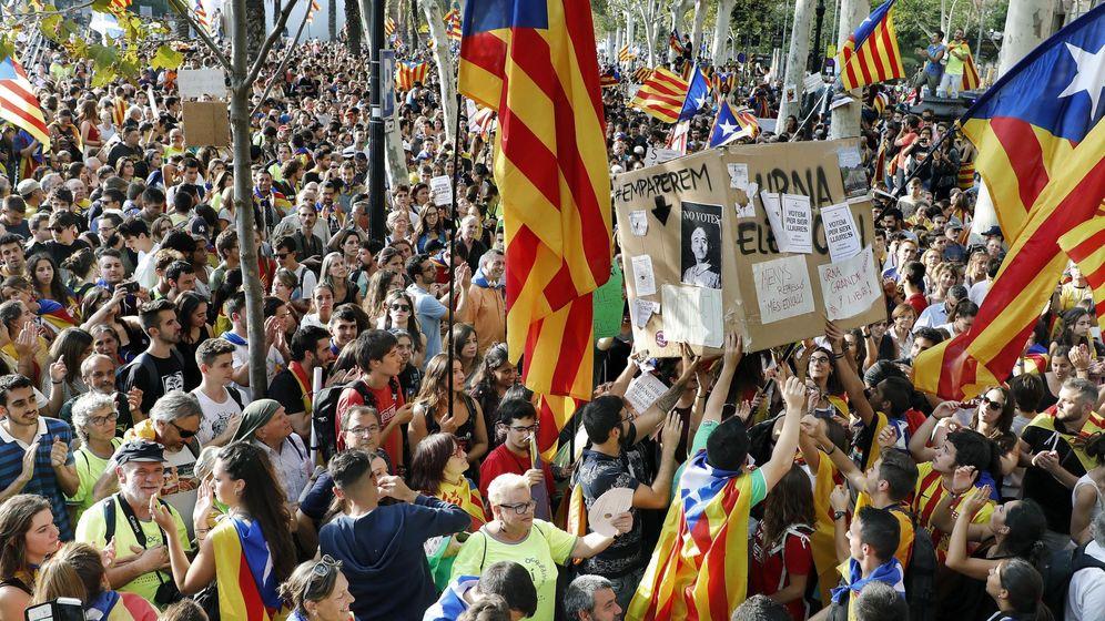 Foto: Concentración frente al Palacio de Justicia de Barcelona, sede del TSCJ. (EFE)