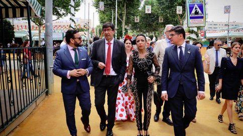 La presidenta del Parlamento andaluz y su indescriptible modelito en la Feria de Abril