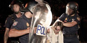 Una veintena de heridos en una carga policial contra los indignados en la sede de Interior