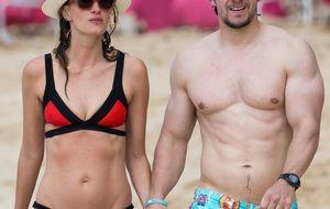 Mark Wahlberg y su mujer, dos enamorados en las playas de Barbados
