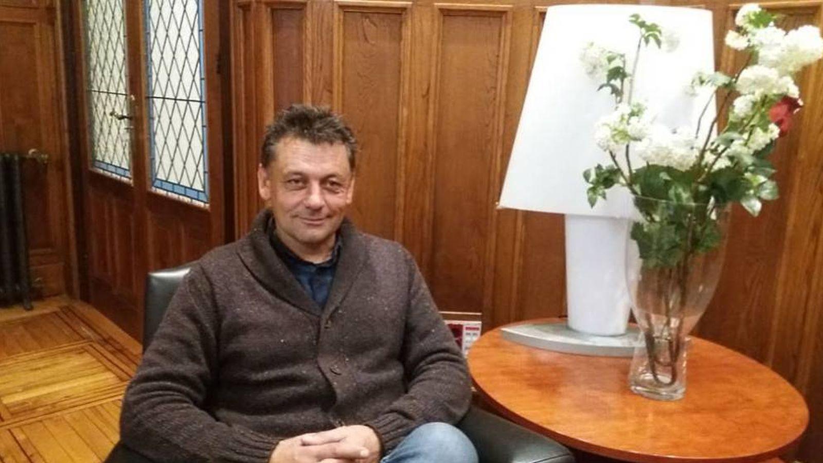 Foto: Javier Ardines, el concejal de IU fallecido. (Ayuntamiento de Llanes)