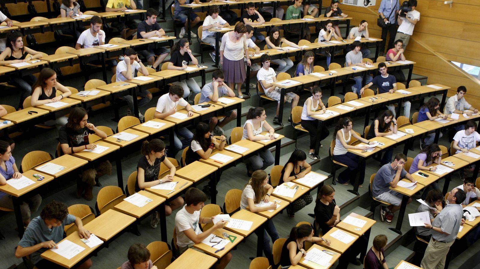 Foto: Cada año, más de un millón de nuevos alumnos llegan a las aulas universitarias españolas. (Efe/Sergio Barrenechea)