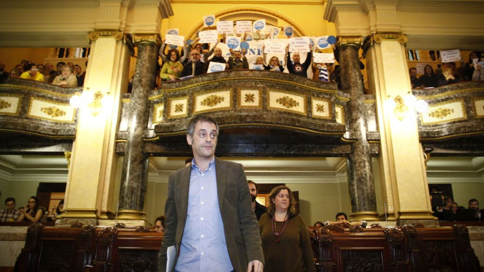 Foto: El alcalde de A Coruña, Xulio Ferreiro (Marea Atlántica), a su llegada al pleno extraordinario celebrado este sábado. (EFE)